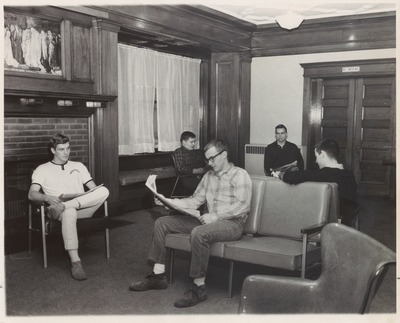 Campus Life Students in Lounge